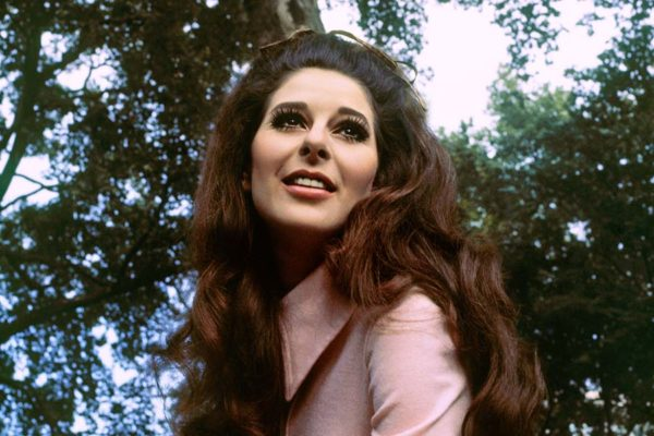 Bobbie-Gentry-in-Manchester-Square-1969-web-optimised-1000